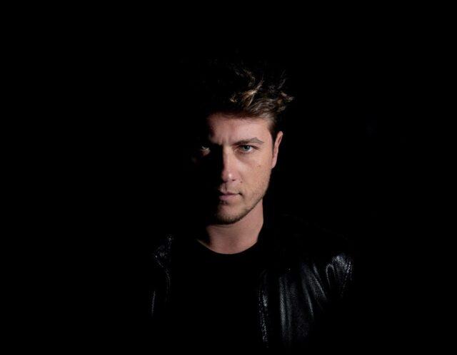 """Simone Pastore – """"Fermale"""" – Anteprima del videoclip su SkyTg24"""